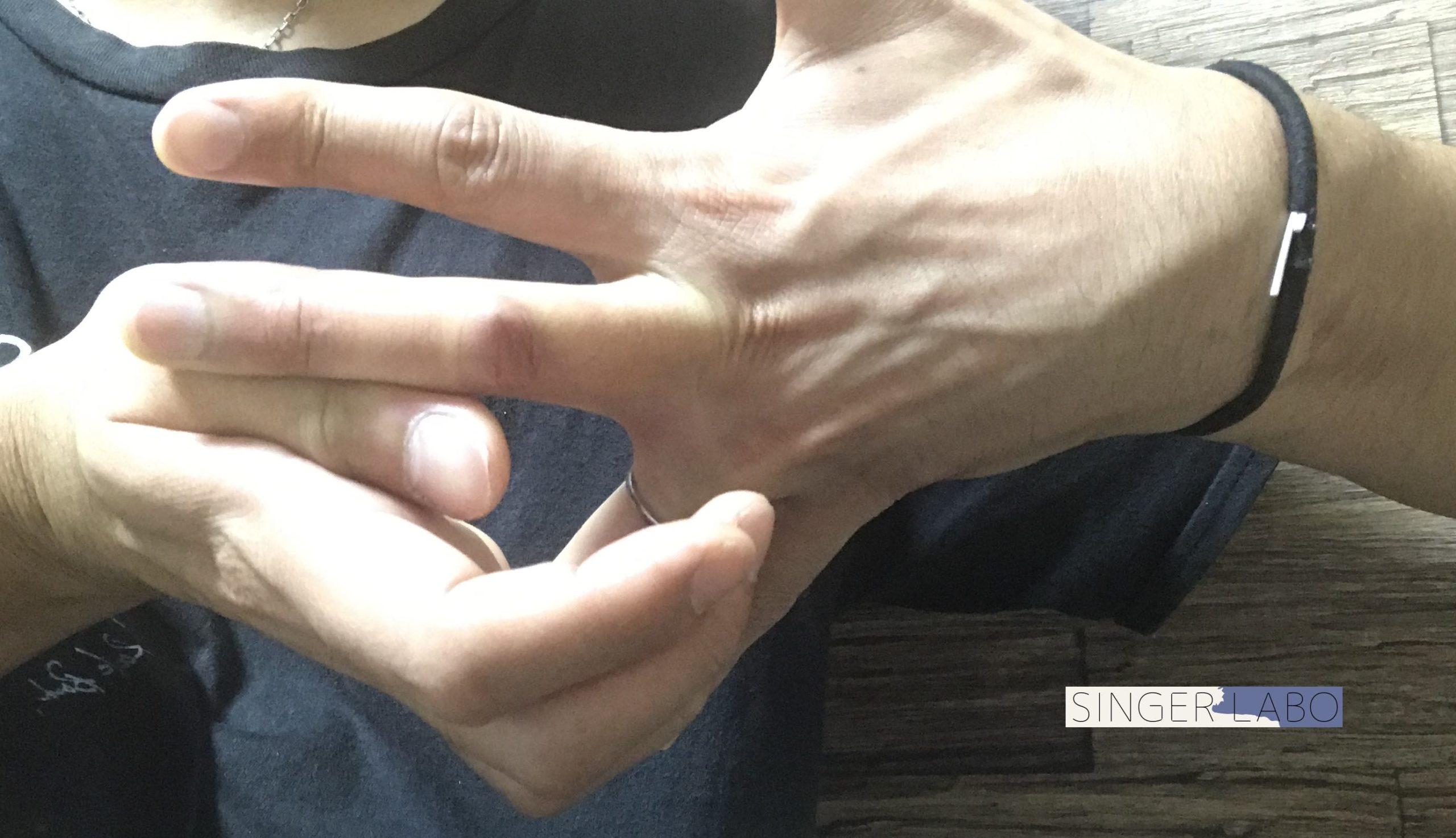 Cコードを押さえるコツ②: 指の間をストレッチする
