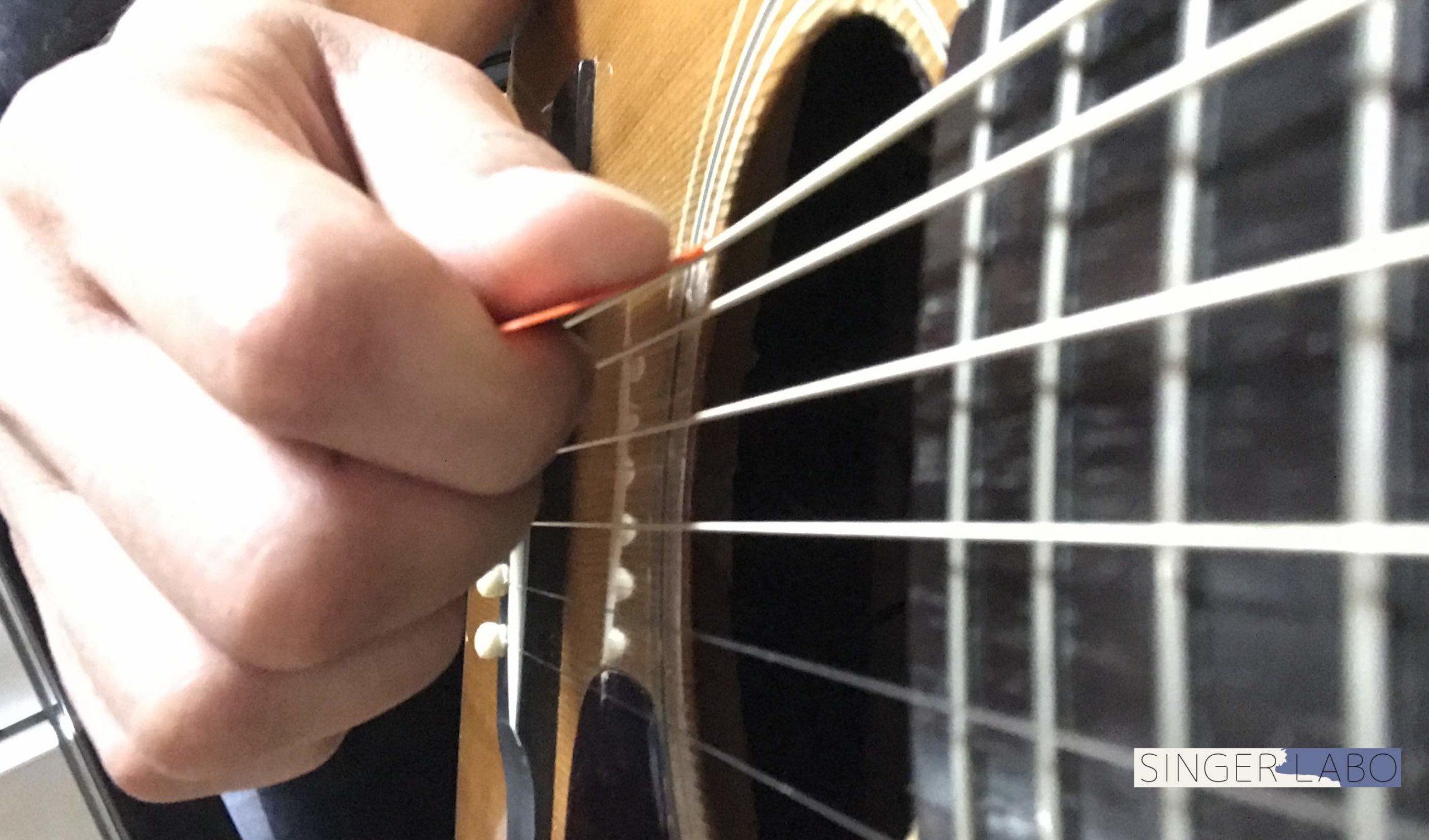 弦の抵抗に負けるくらいの握り加減が良い