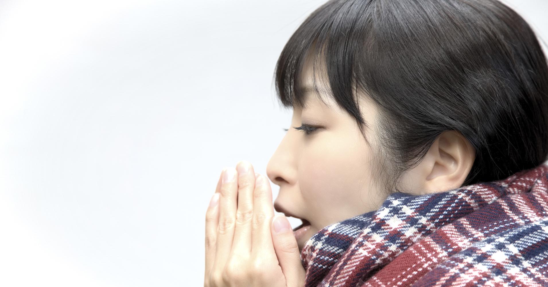 腹式呼吸の手順②: 肩を動かさず息を吸う