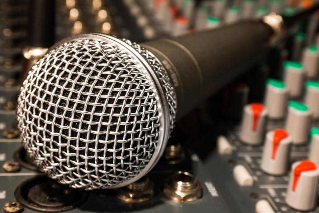 良い音で録音したい場合はオーディオインターフェースを使用