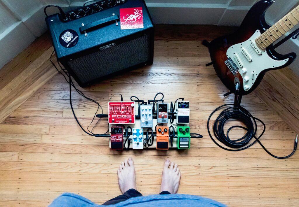 エレキギターで弾き語りをする時の音作りや演奏方法のポイント